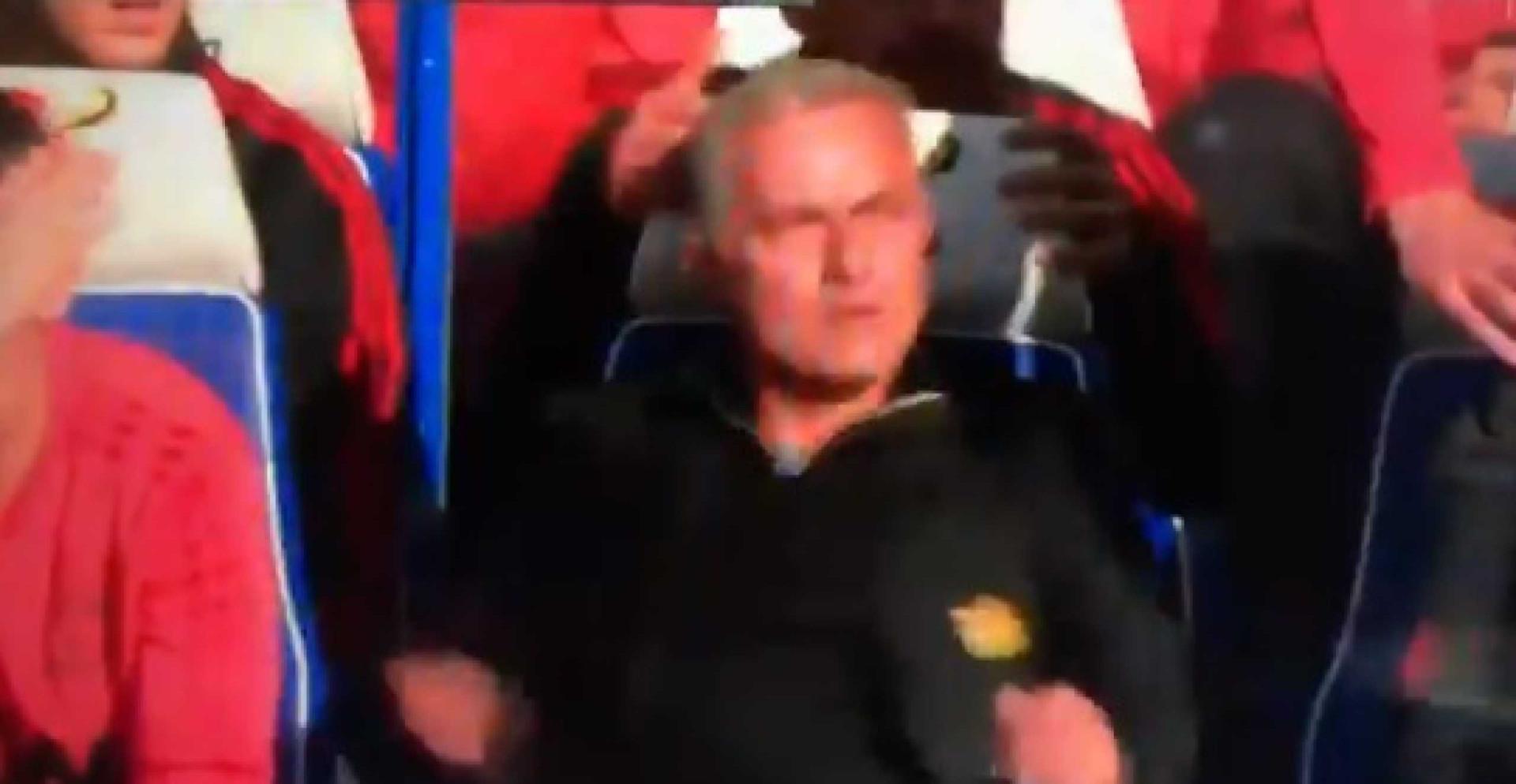 Elemento do Chelsea provocou Mourinho e originou uma confusão 'daquelas'