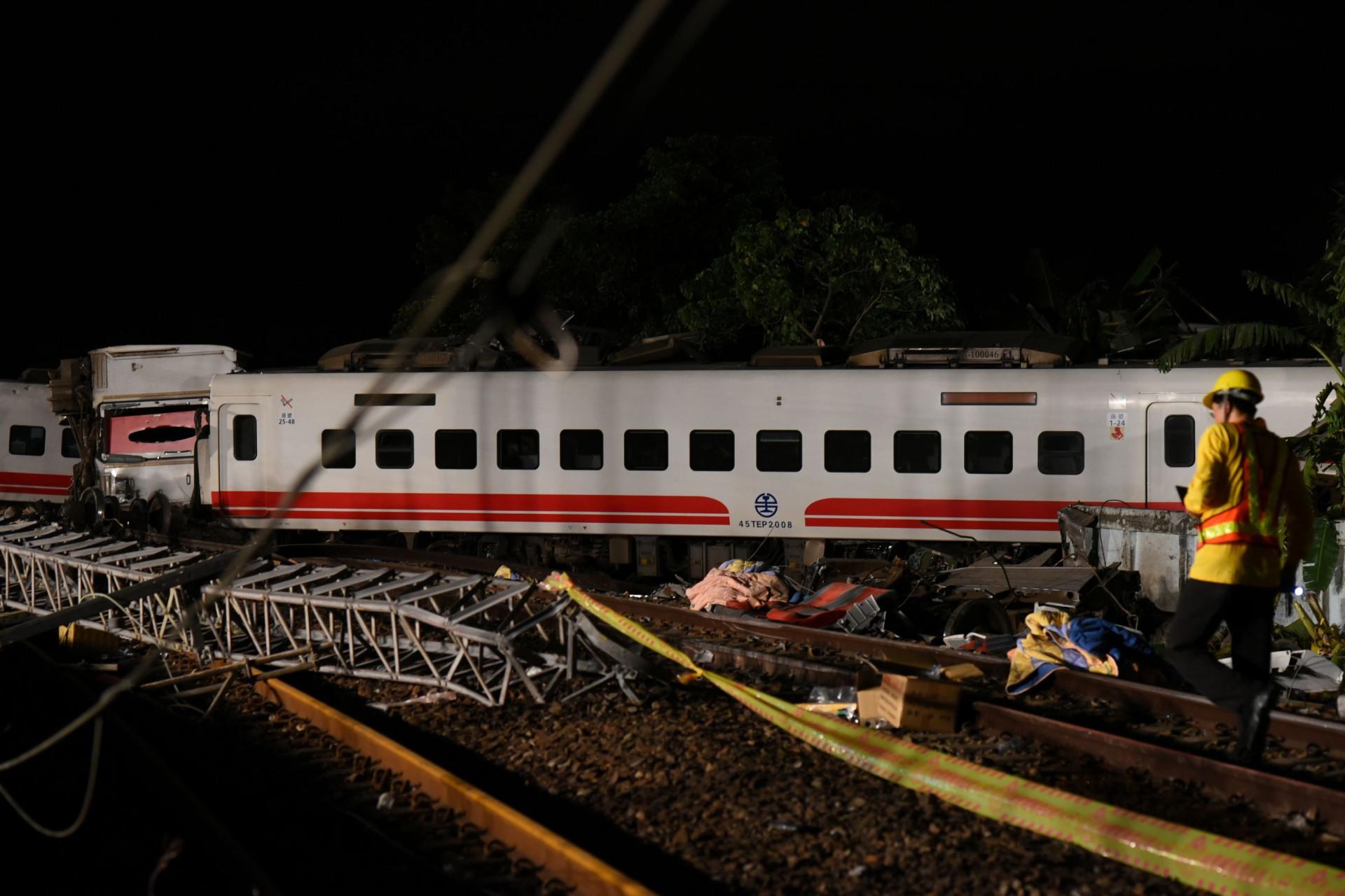 As imagens do descarrilamento de comboio em Taiwan que já fez 22 mortos