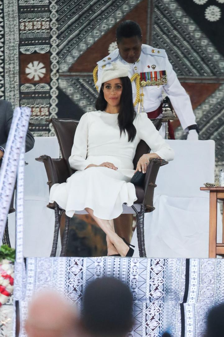 Meghan Markle deslumbra com visual branco nas ilhas Fiji