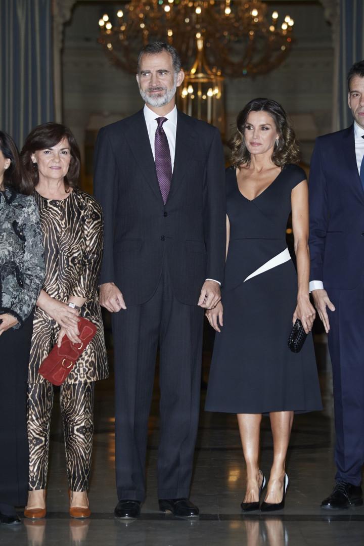 Rainha Letizia surge com penteado diferente em cerimónia