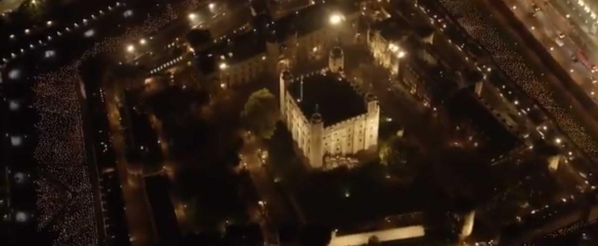 Torre de Londres iluminada com 10 mil velas em tributo ao armistício