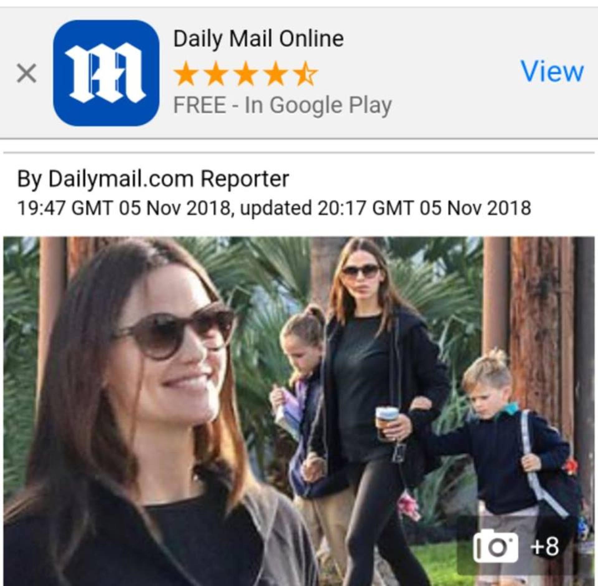 Jennifer Garner sorridente durante passeio com homem misterioso