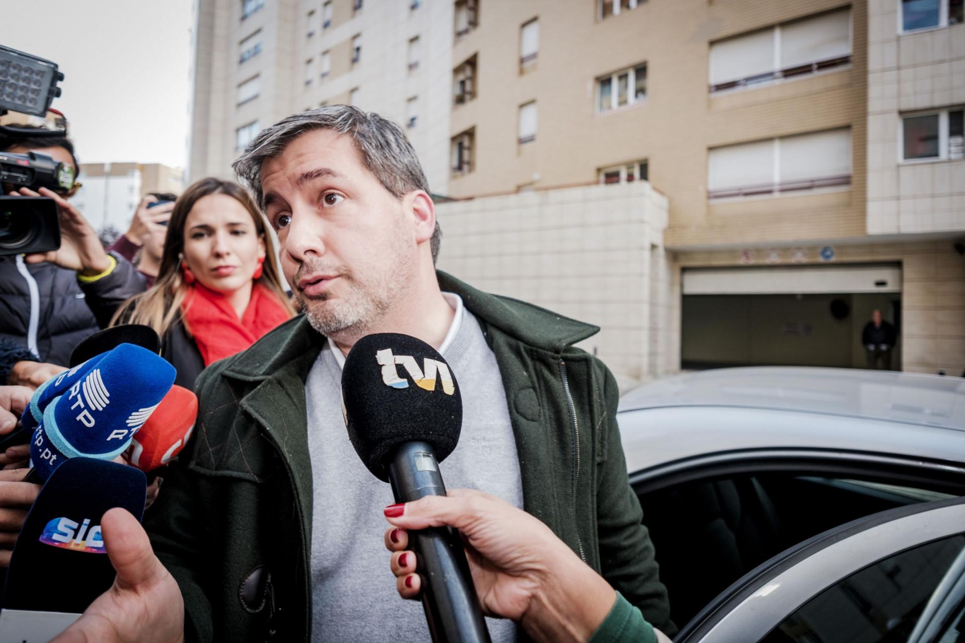 As imagens da chegada de Bruno de Carvalho a casa após quatro dias na GNR