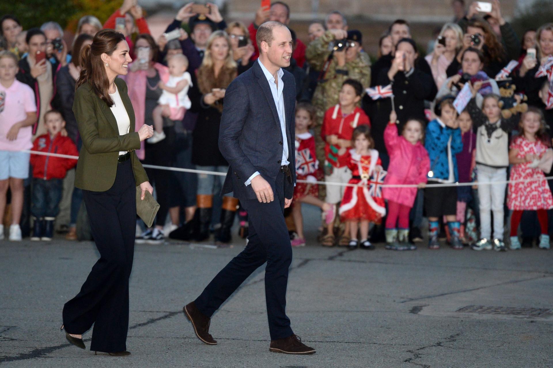Príncipe William faz uma piada sobre o look de Kate Middleton