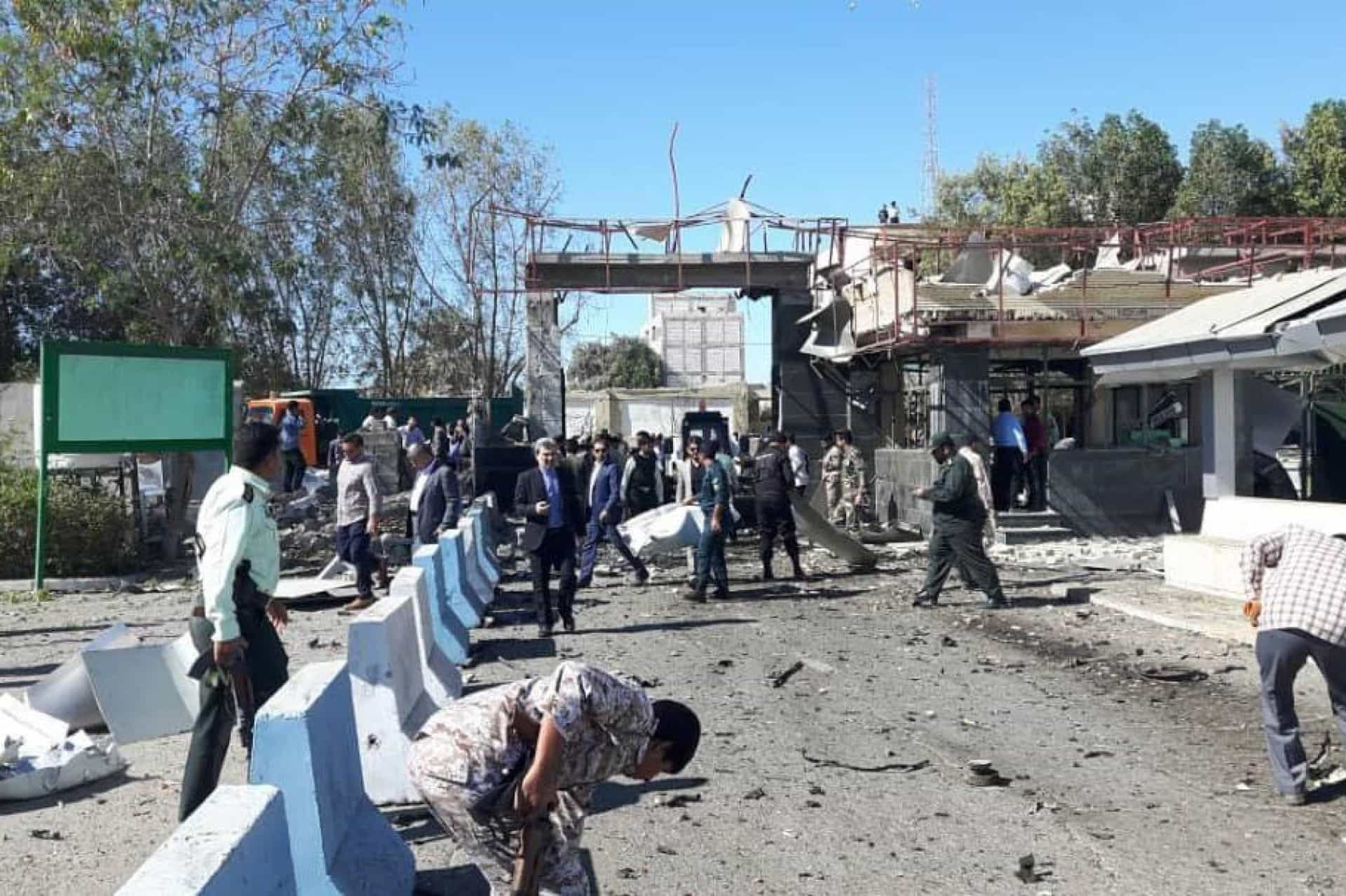 Bombista suicida mata três pessoas no Irão