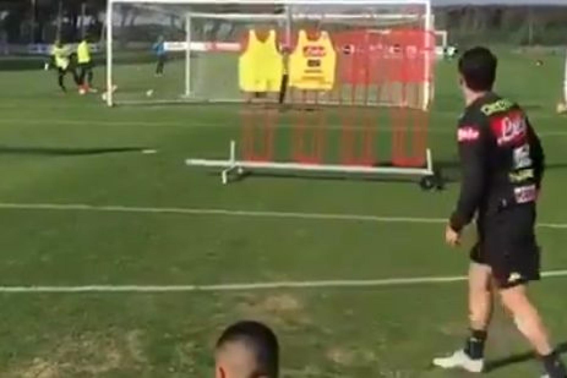 Craques do Nápoles afinaram a pontaria no treino e Mário Rui destacou-se
