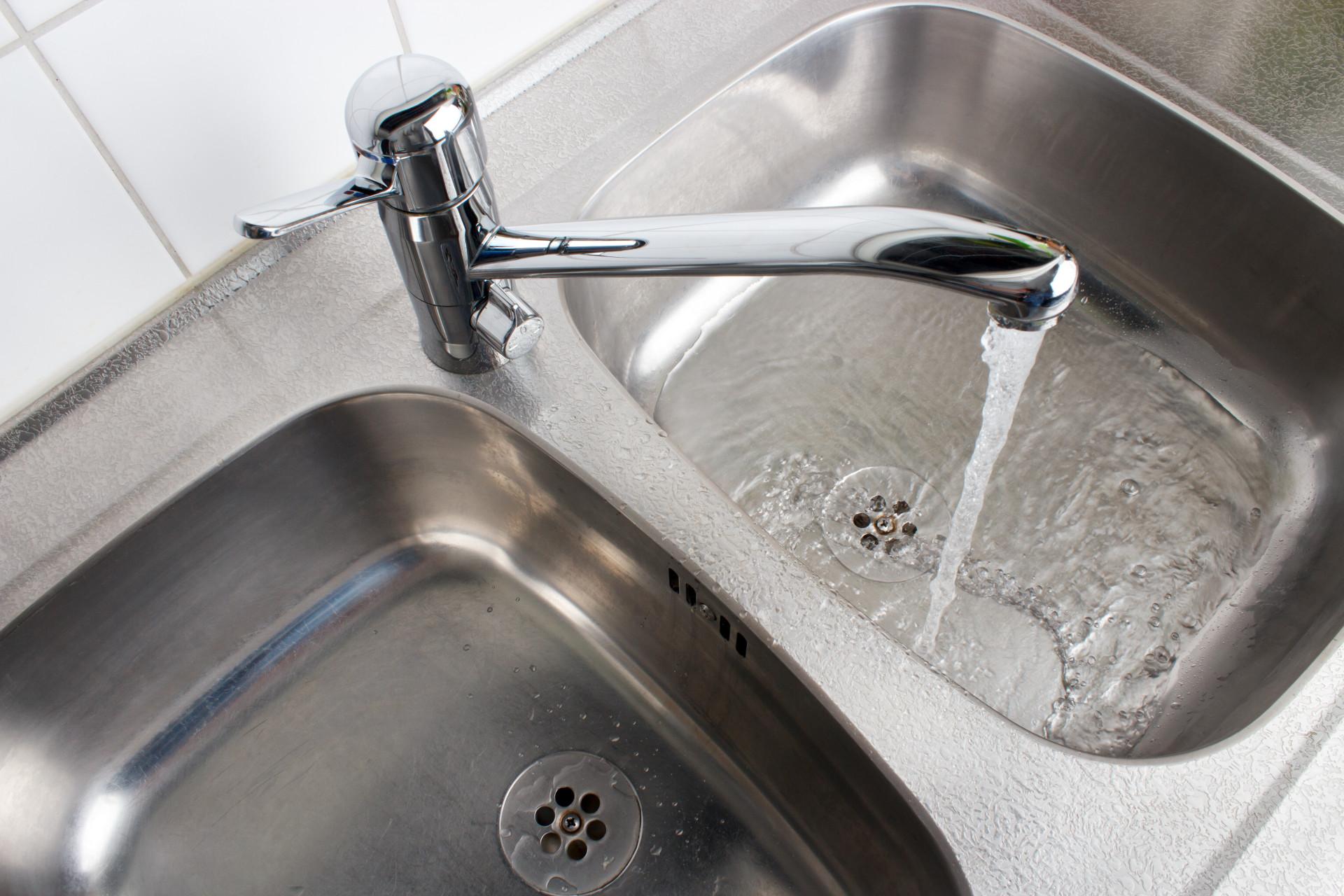 Sabia que estas coisas têm mais germes do que a sua casa de banho?