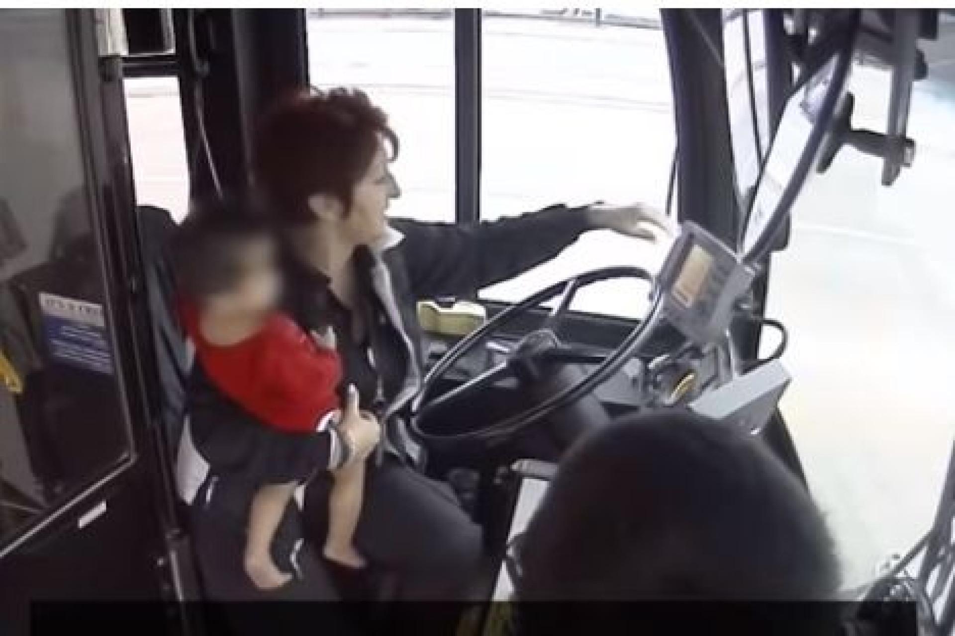 Motorista de autocarro salva menino perdido na rua
