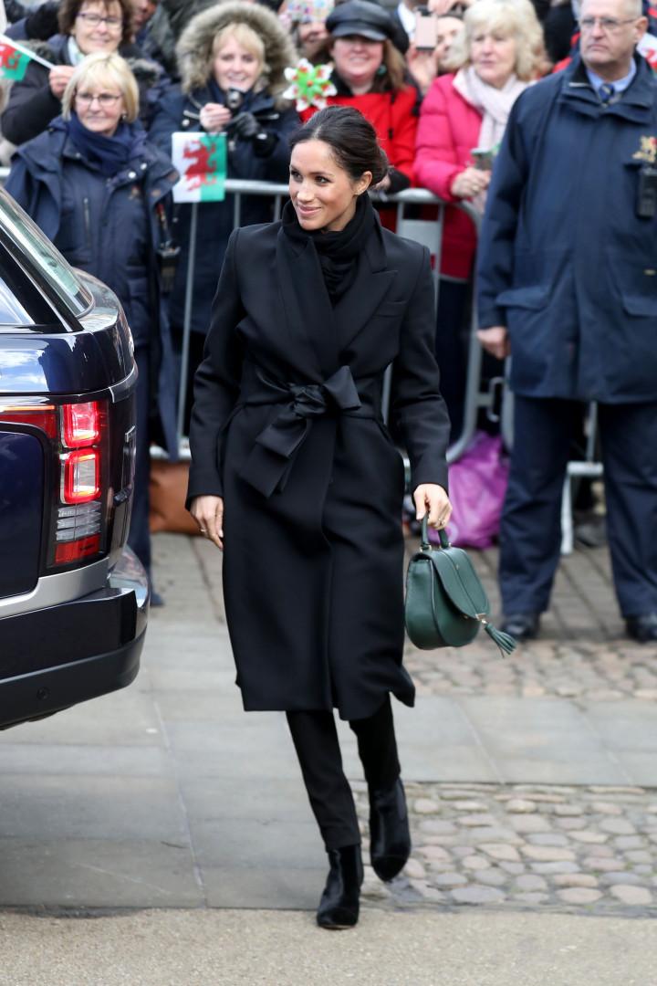 Porque é que Meghan Markle usa roupas mais escuras?