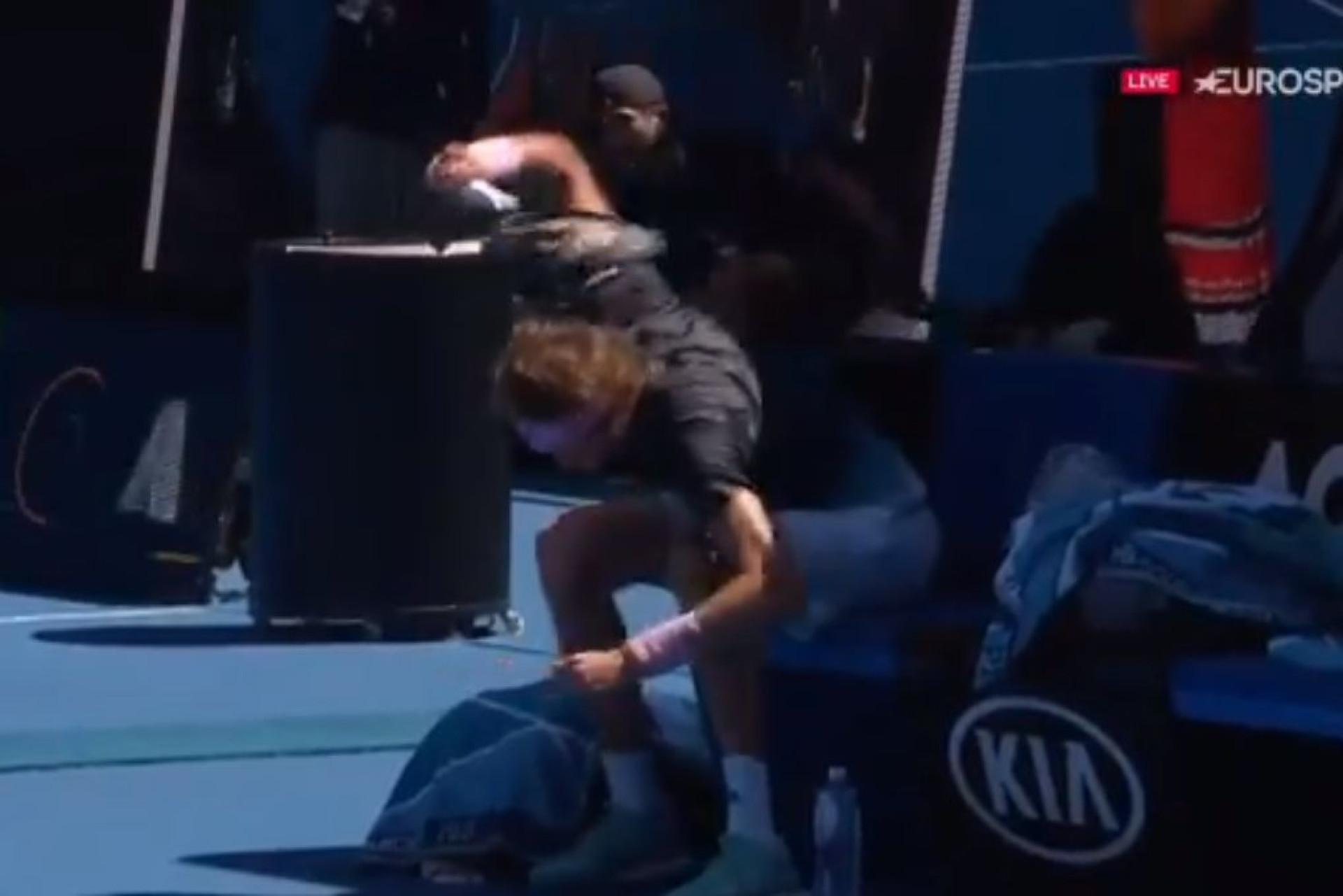 Zverev 'matou' uma raquete de uma forma inqualificável