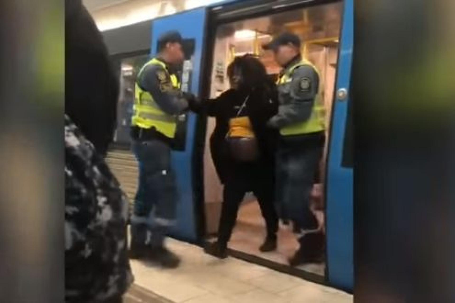 Mulher grávida retirada à força do metro causa indignação na Suécia