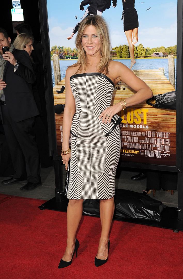 Os 50 looks que mostram a elegância de Jennifer Aniston