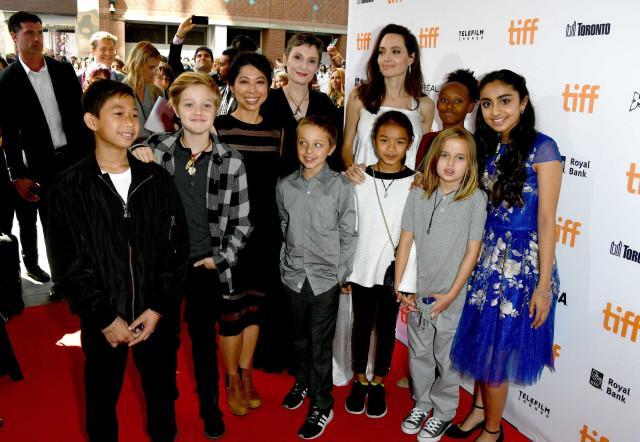 Angelina Jolie leva os filhos em festival de cinema de Toronto