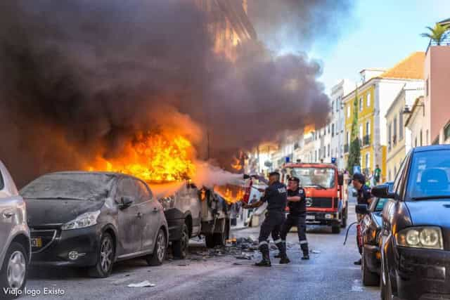 Camião frigorífico arde e atinge fachadas de prédios em Lisboa