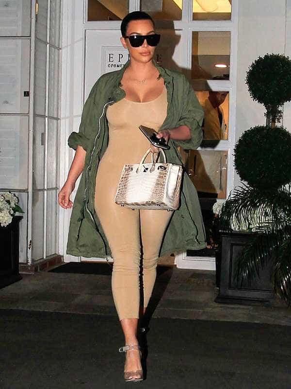 Kim Kardashian usa mala que vale mais de 100 mil euros