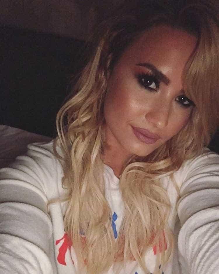 Loira mais uma vez: Os penteados de Demi Lovato -
