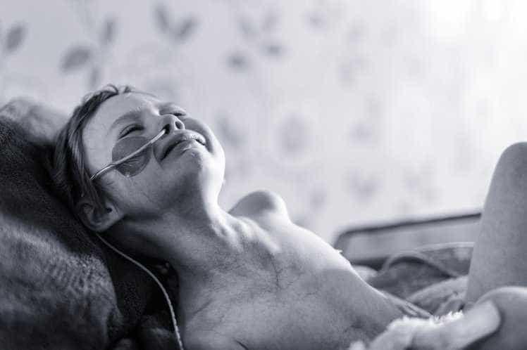 Centenas no adeus à menina com cancro que comoveu o mundo
