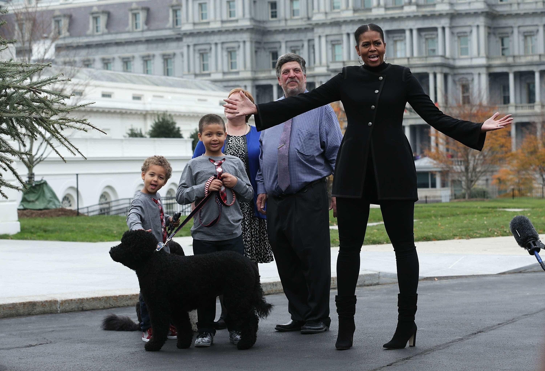 Michelle Obama dá as boas-vindas à árvore de Natal da Casa Branca -