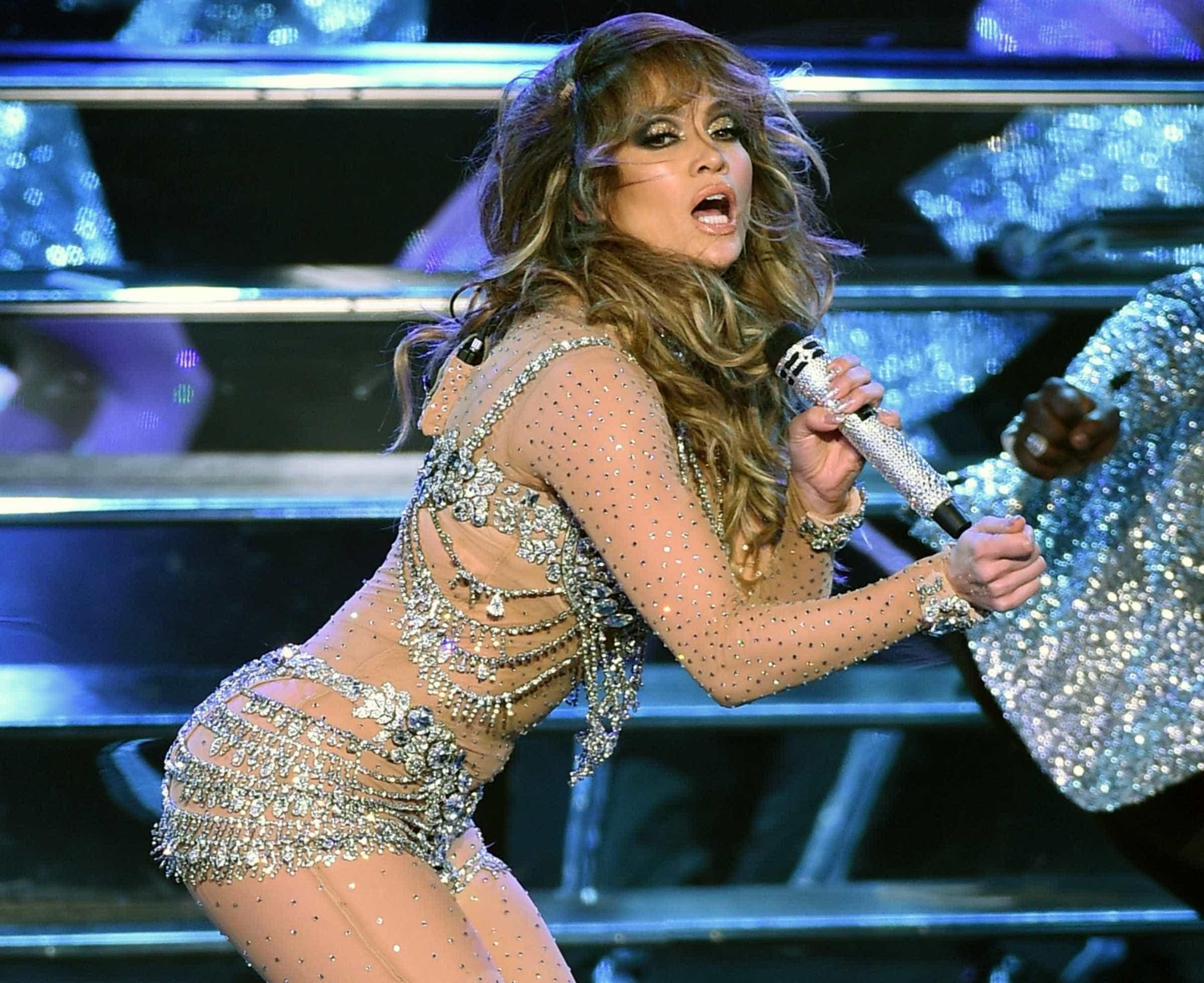 Jennifer Lopez deixa as mais jovens com inveja -
