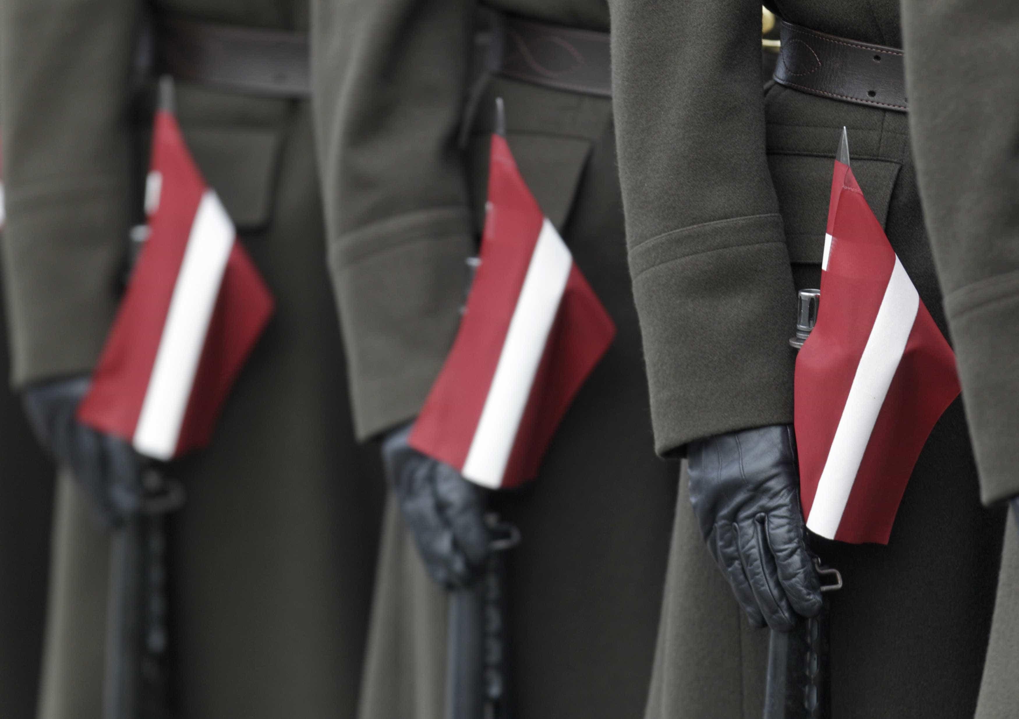 """NATO: Poucos membros gastam o prometido. Saiba quem """"não paga o que deve"""""""