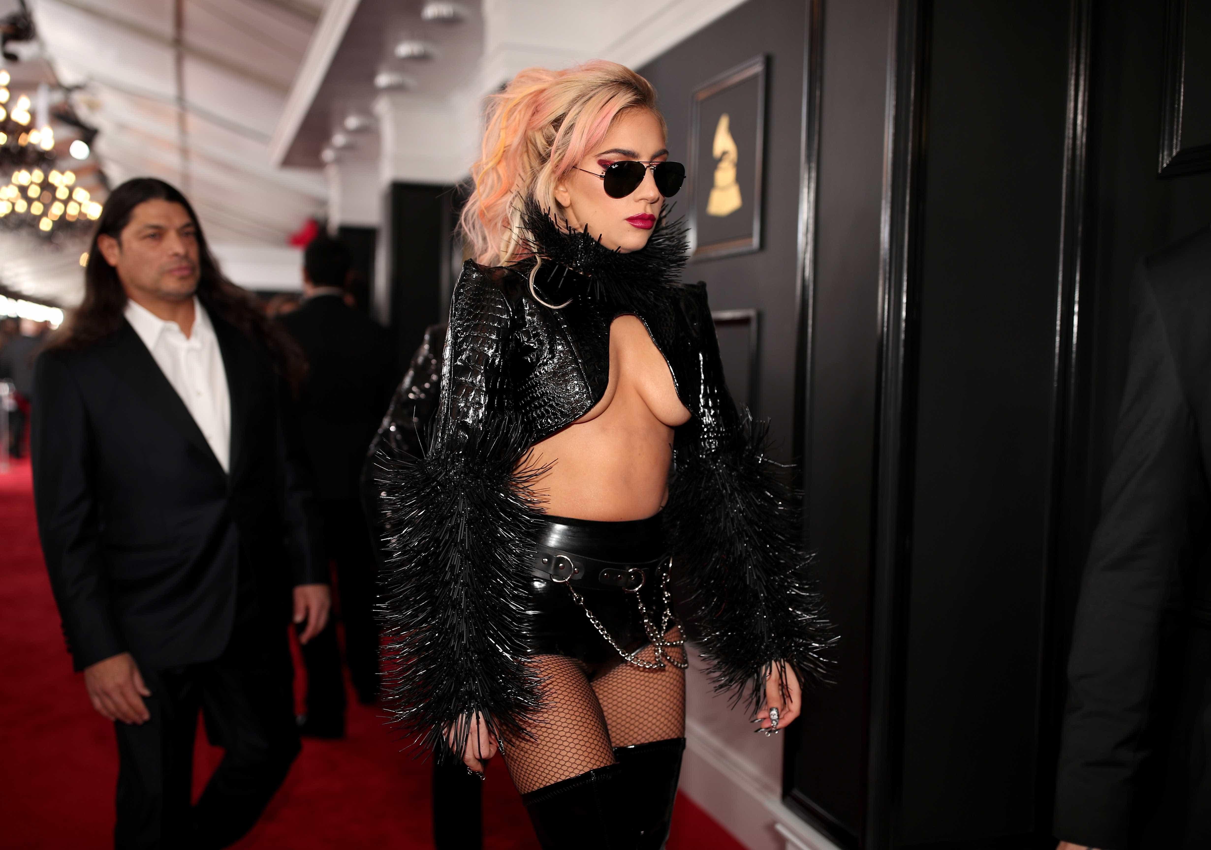 Lady Gaga mostra sua nova e ENORME tatuagem (talvez artificial) no Instagram!