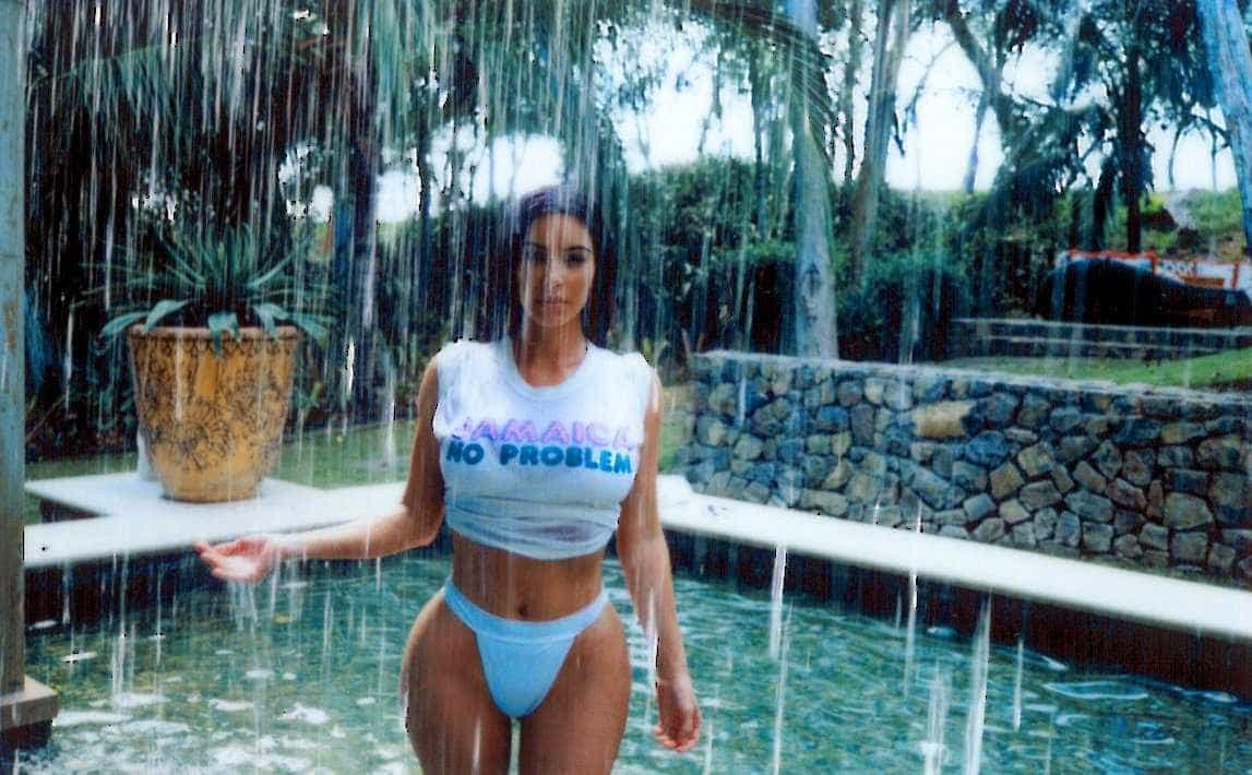 Fotos sensuais de Kim Kardashian na Costa Rica dão que falar -