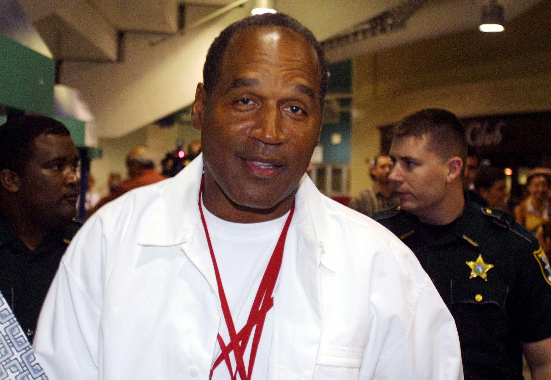 O.J. Simpson foi condenado a 33 anos, mas pode sair da prisão em 2017  -