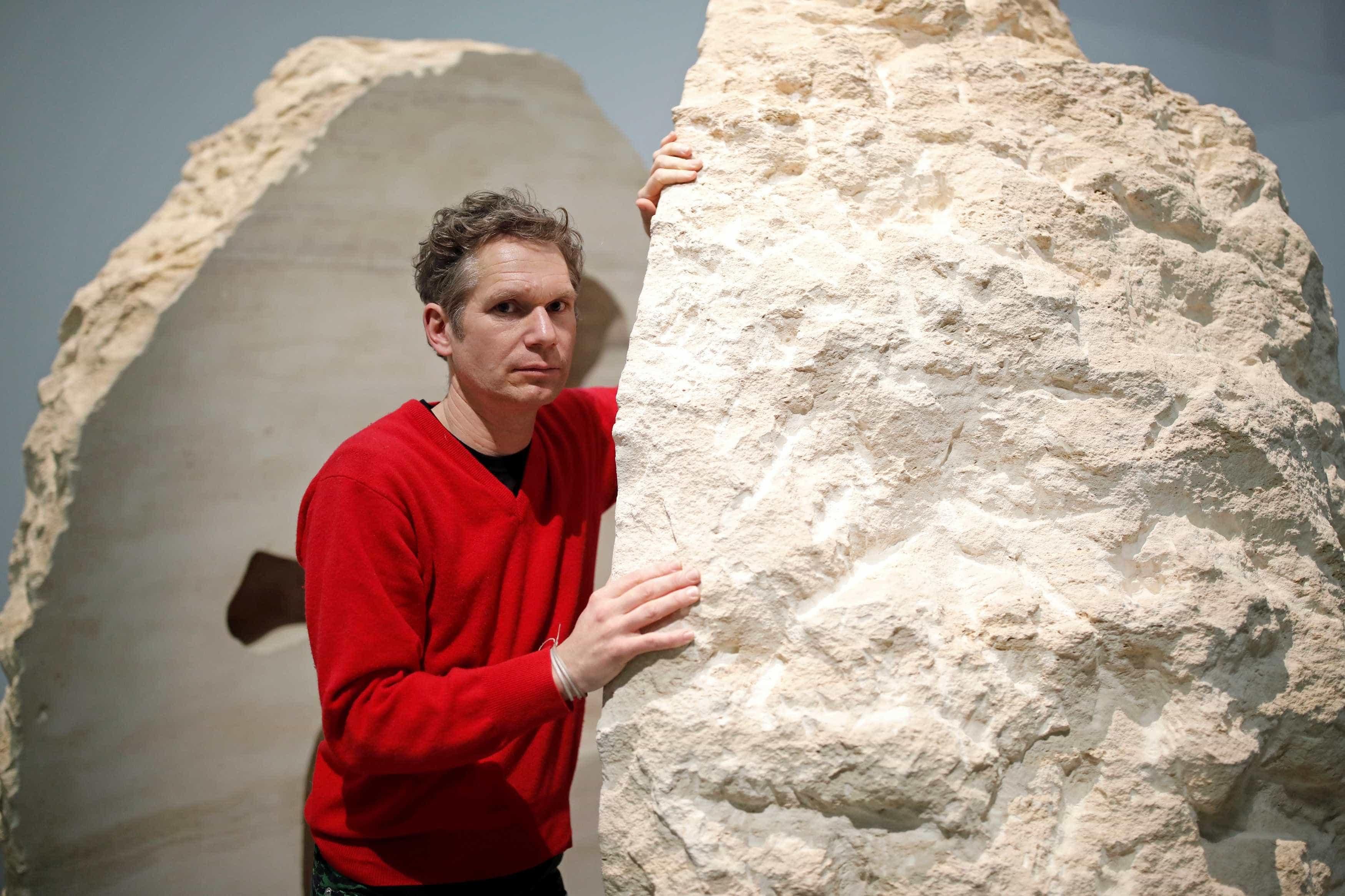 Artista 'fecha-se' durante dias no interior de rochedo de 12 toneladas