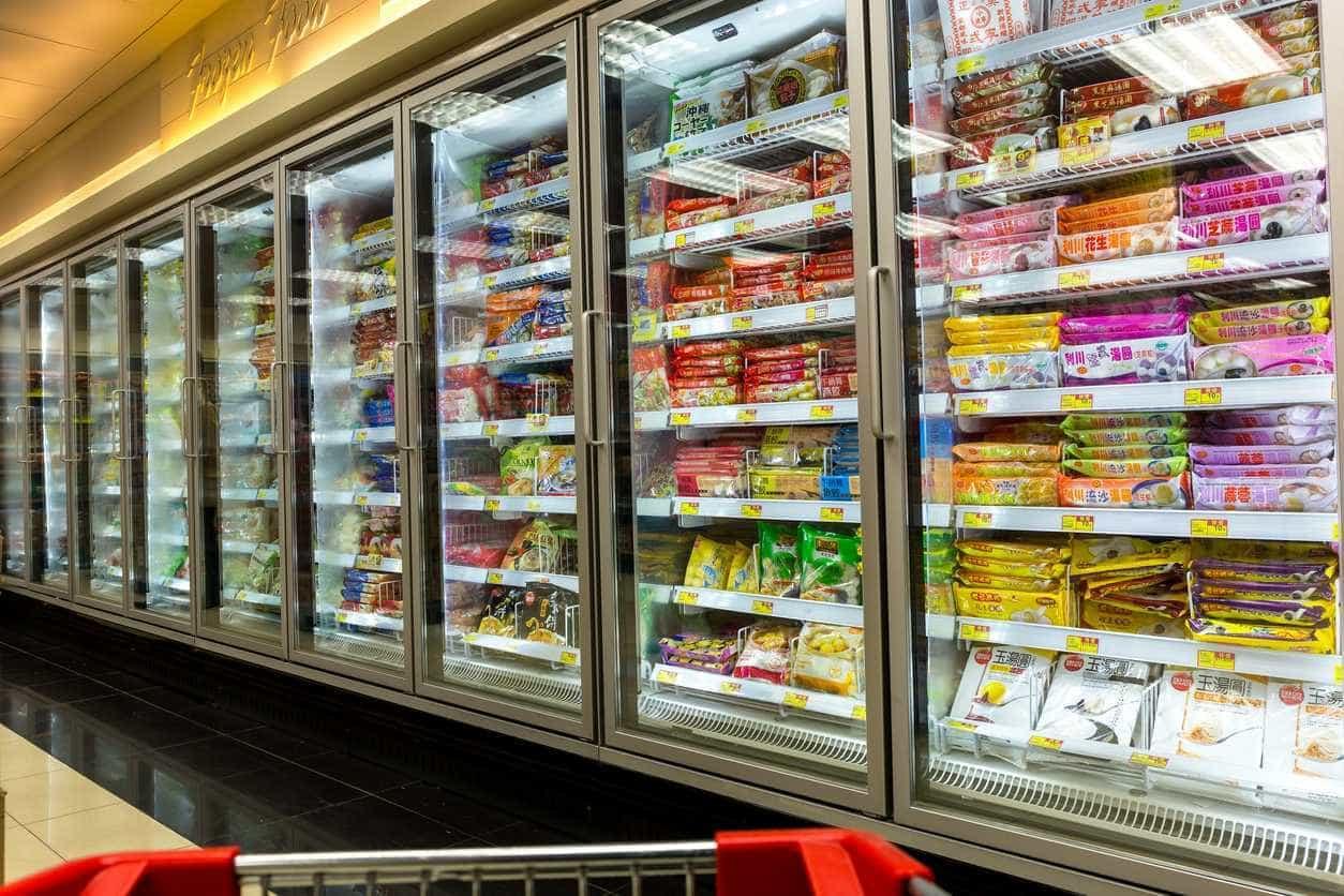 Os 50 alimentos e bebidas dos quais deve fugir