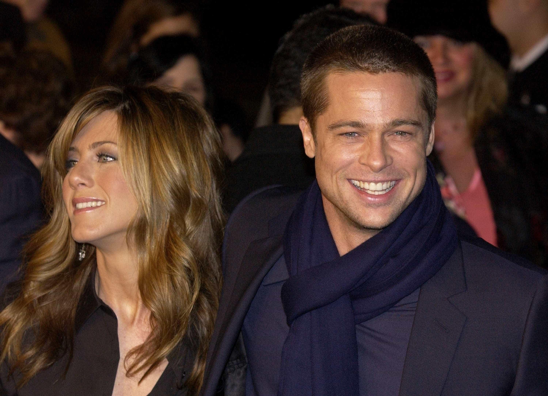 Angelina Jolie 'irritada' com reaproximação de Brad Pitt e Jeniffer Aniston