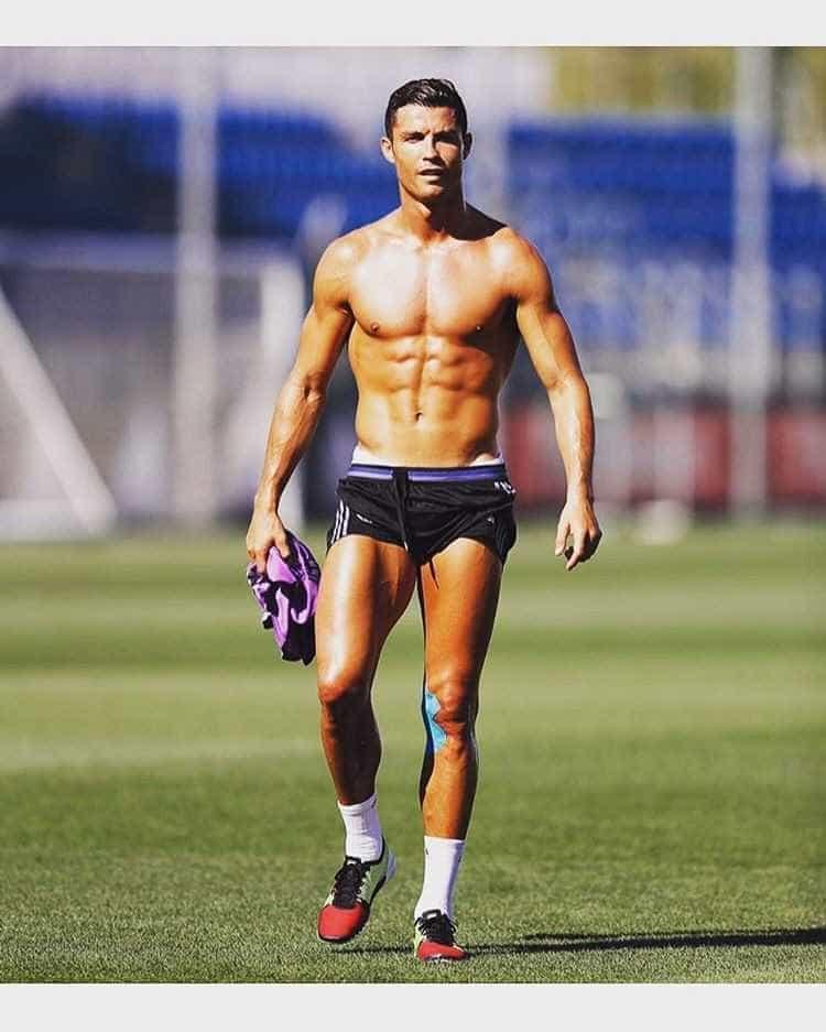 Conheça o estilo 'tronco nu' de Cristiano Ronaldo  -
