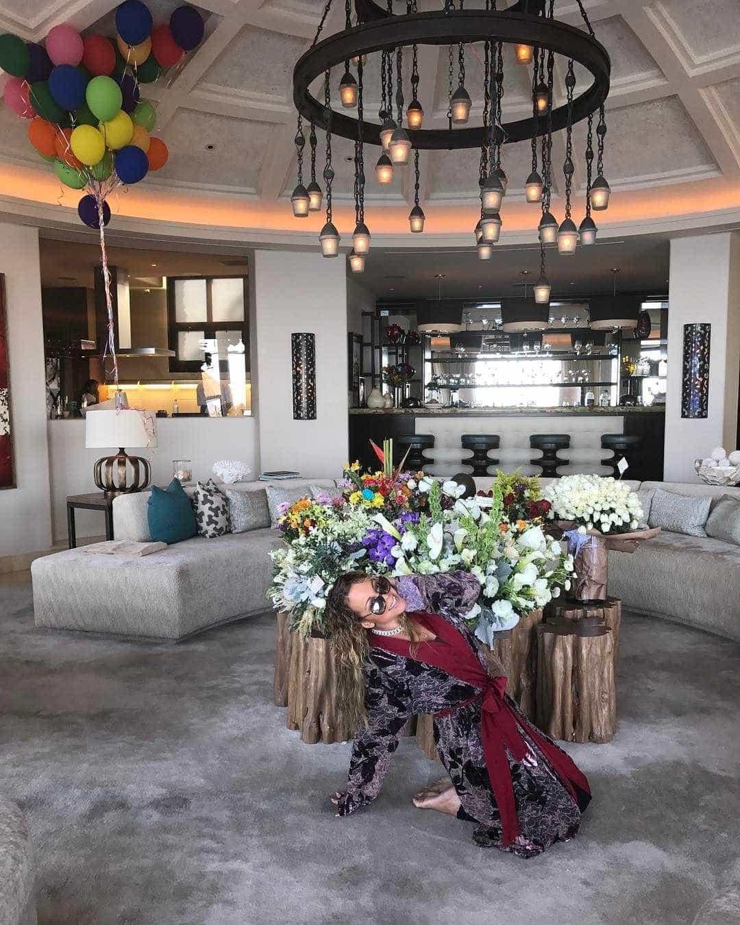 Mariah Carey está a comemorar os 47.º aniversário nesta luxuosa mansão