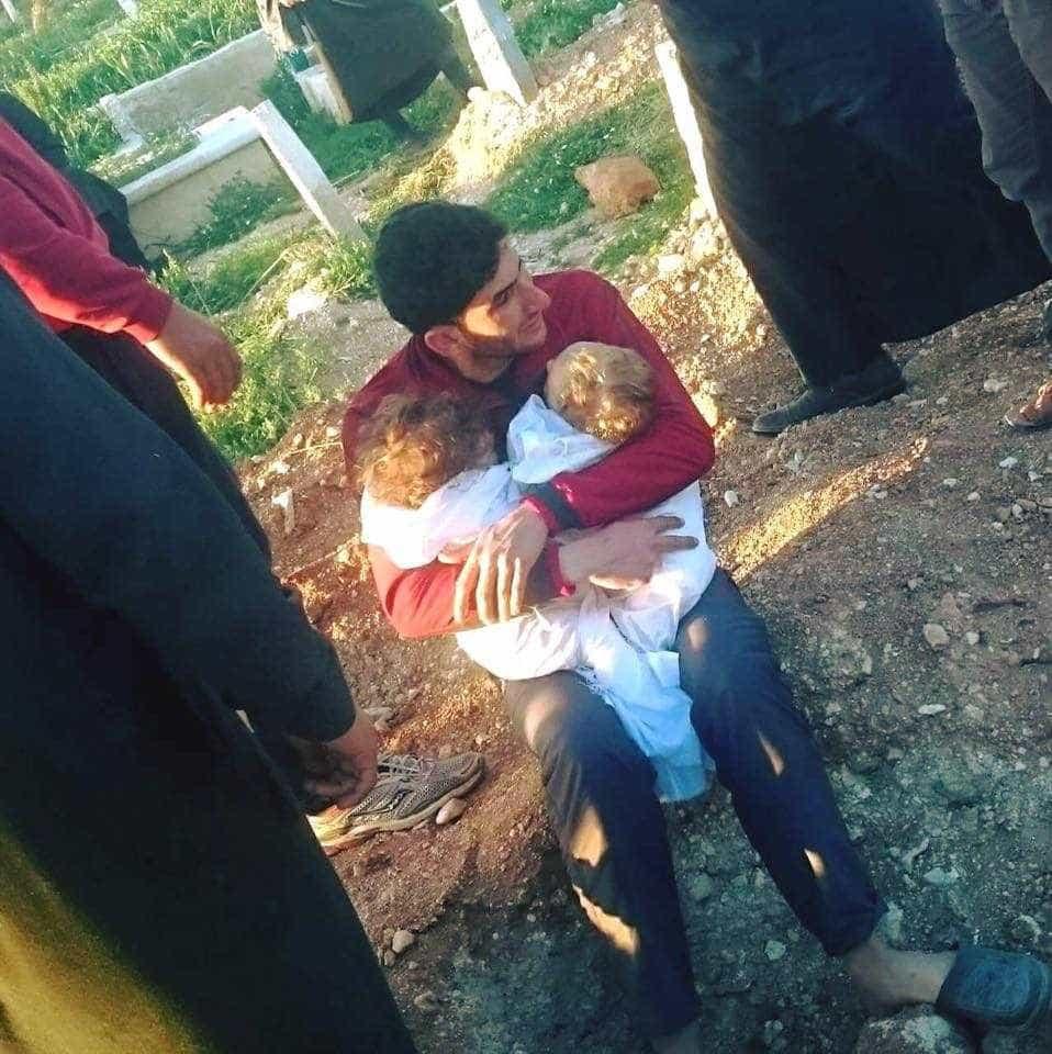 Ataque químico: A dor de um pai que acabou de perder os dois filhos
