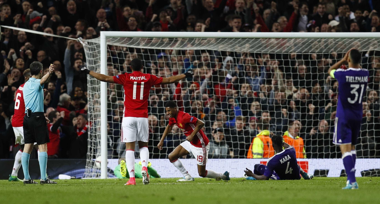 Depois de um final dramático, Manchester United garante lugar nas 'meias'