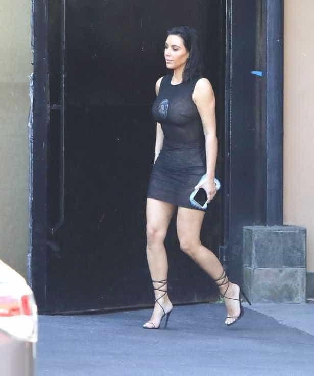 Kim Kardashian exibe a sua melhor forma física com look transparente -