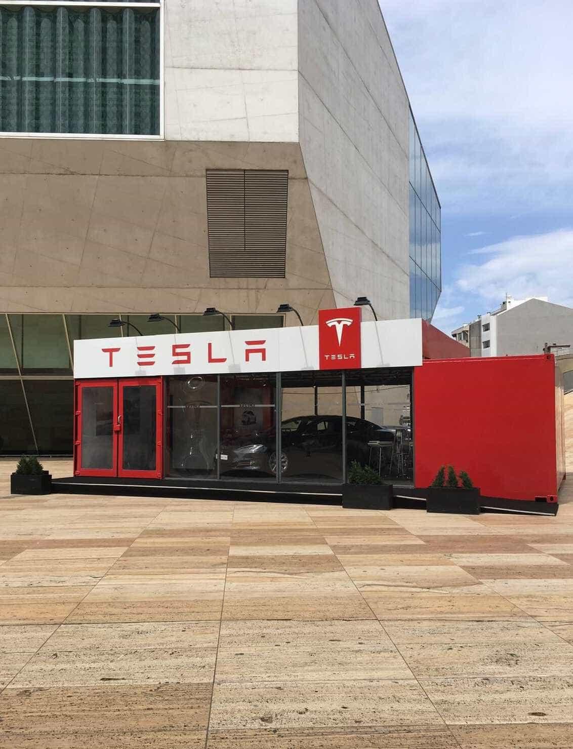 Conduza um Tesla Model S na Pop-up Store Tesla do Porto