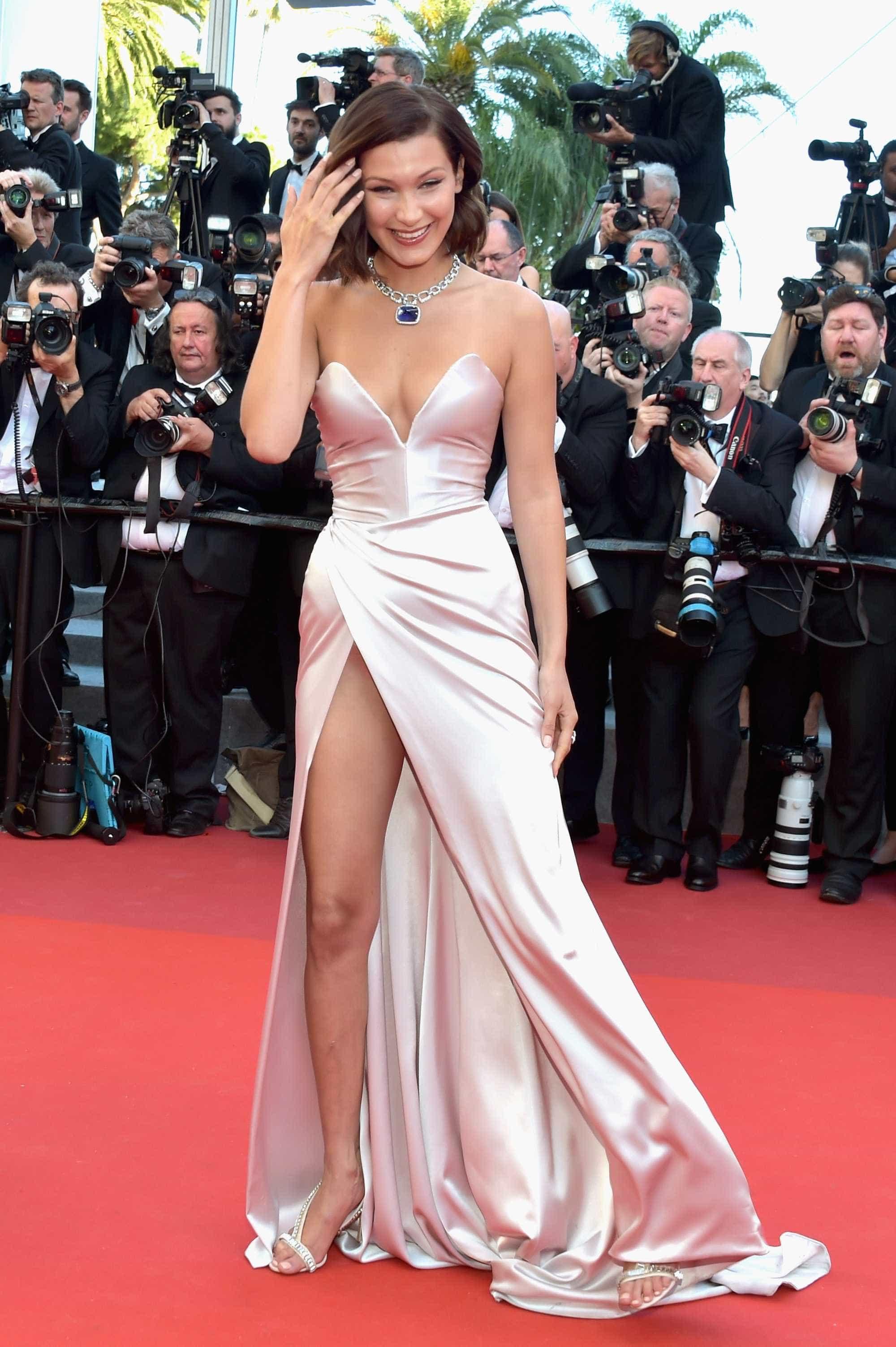 Bella Hadid mostra demais em Cannes