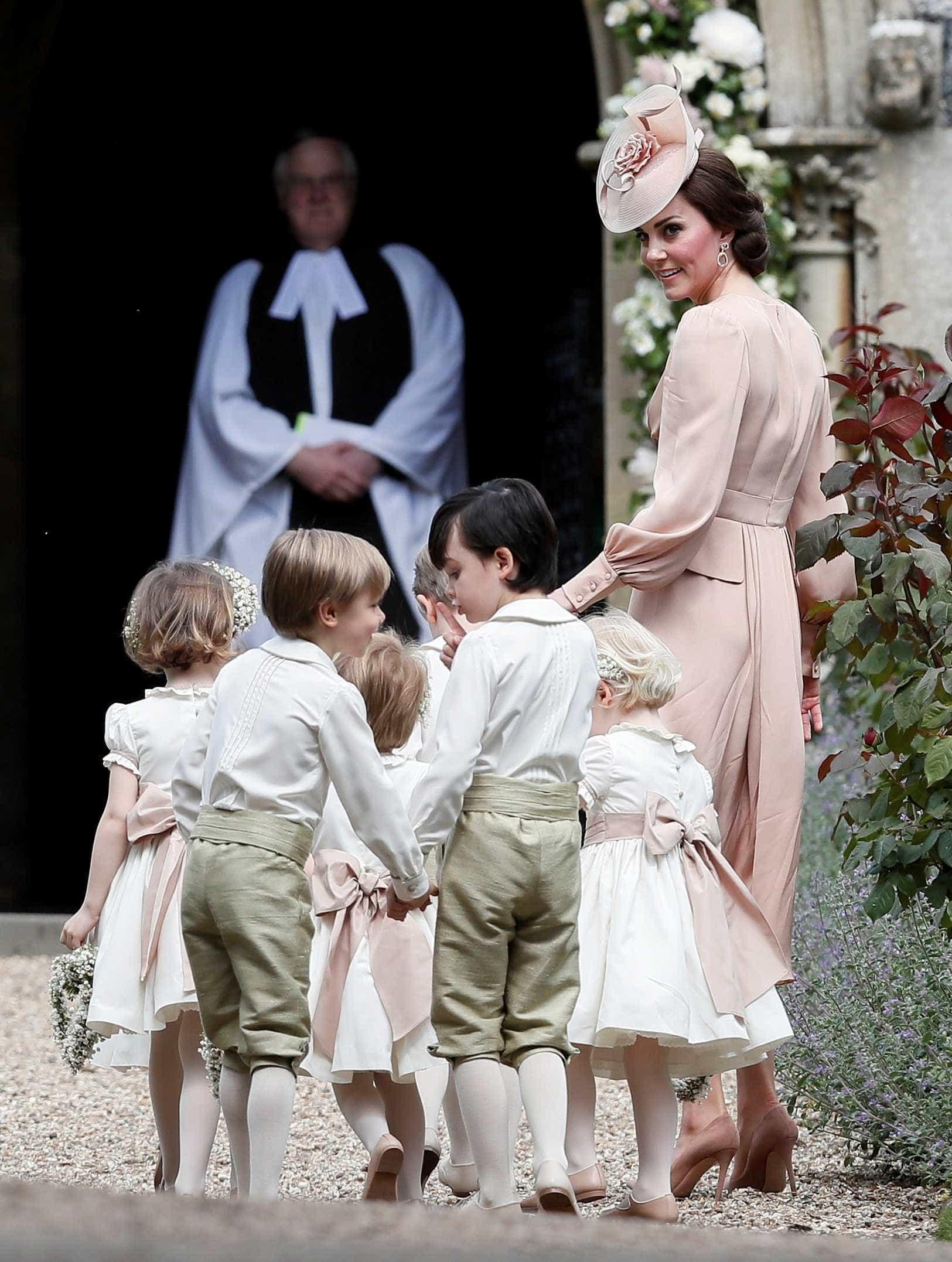Kate Middleton exalta elegância no casamento da irmã -
