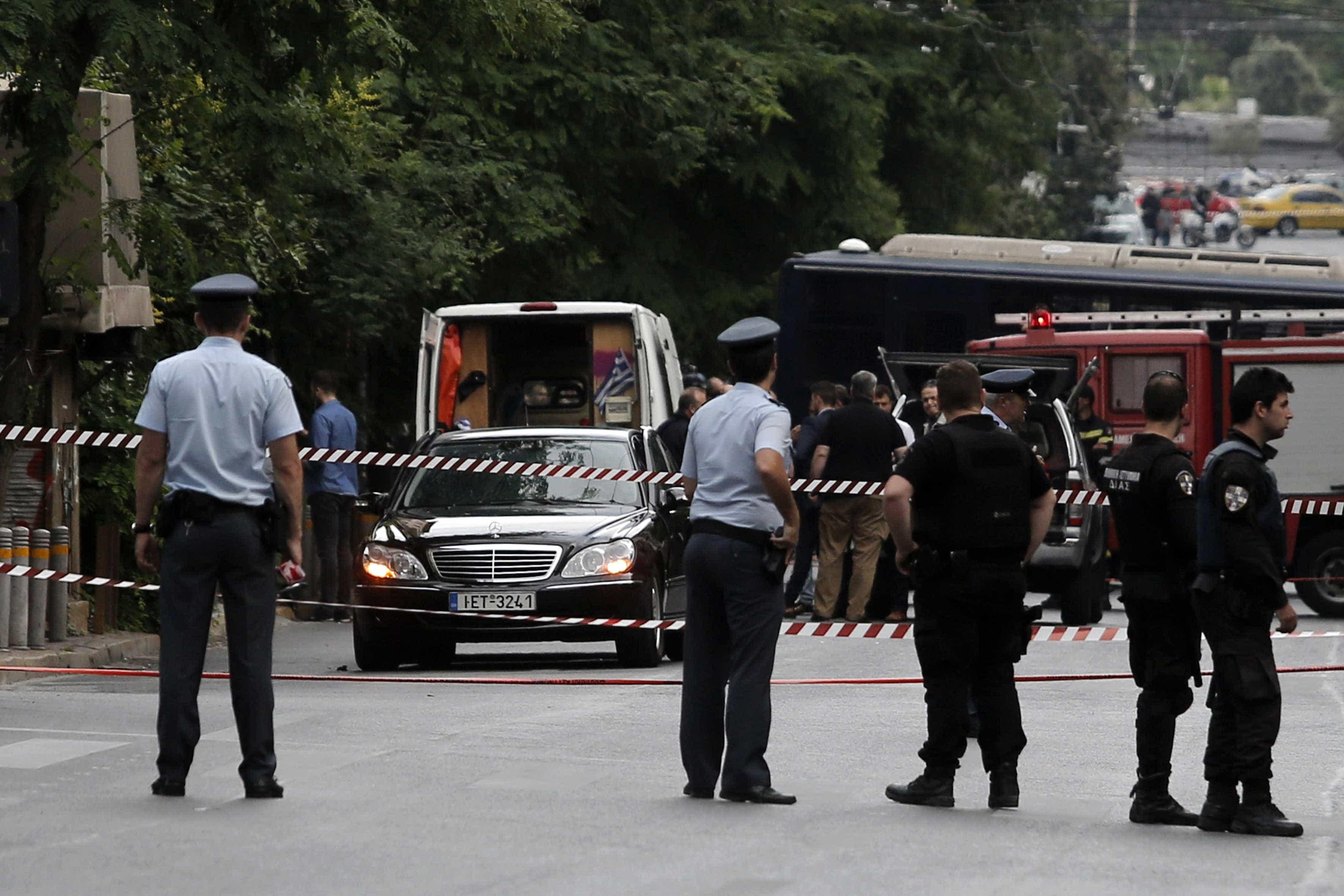 As primeiras imagens do ataque ao ex-primeiro-ministro grego